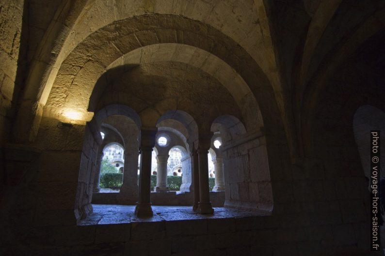 Arcades de la salle capitulaire de l'Abbaye du Thoronet. Photo © André M. Winter