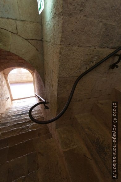 Escalier du dortoir au cloître de l'Abbaye du Thoronet. Photo © André M. Winter