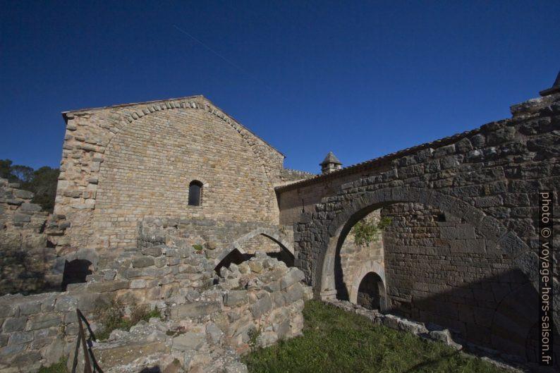 Ruines du bâtiment des convers de l'Abbaye du Thoronet. Photo © André M. Winter