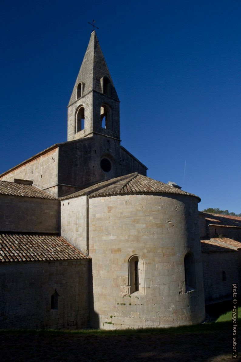 Abbaye du Thoronet avec son abside. Photo © Alex Medwedeff
