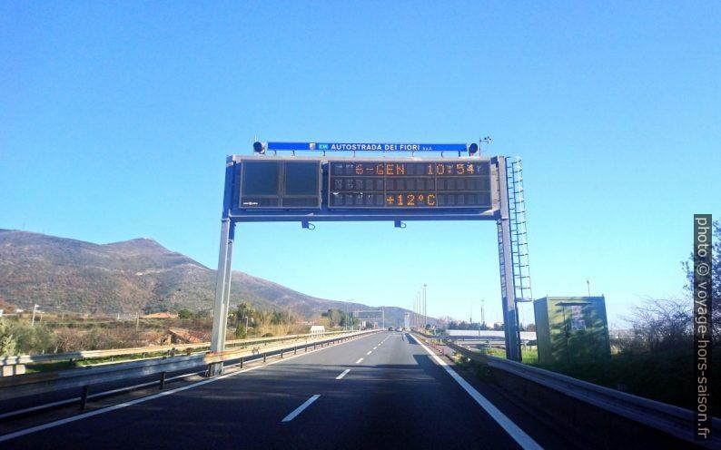 L'autoroute italienne A10 à la hauteur d'Albenga. Photo © André M. Winter
