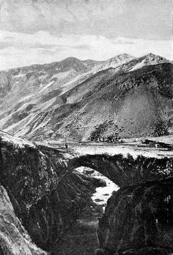Arc naturel Puente del Inca dans les Andes