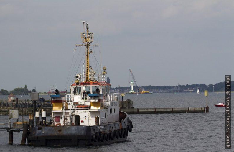 Remorqueur Holtenau du Canal de Kiel. Photo © André M. Winter