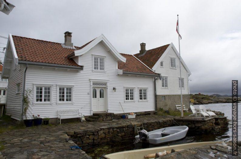 Une maison blanche norvégienne à Loshavn. Photo © Alex Medwedeff