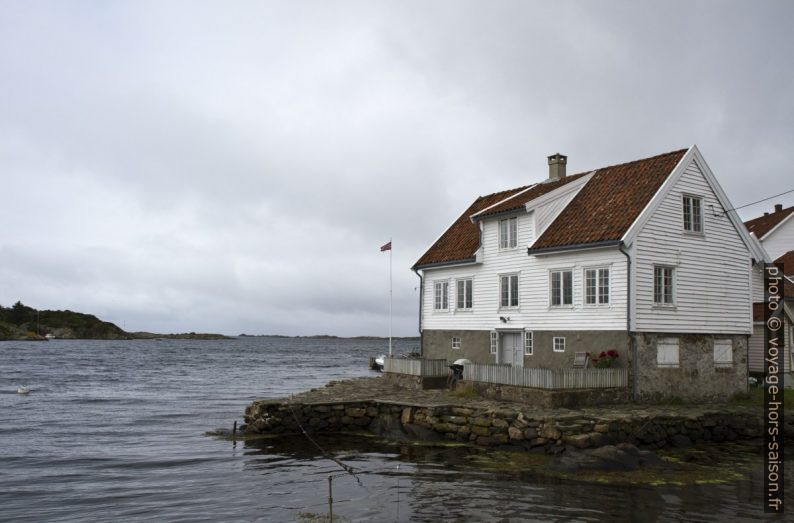 Une maison blanche norvégienne à Loshavn. Photo © André M. Winter