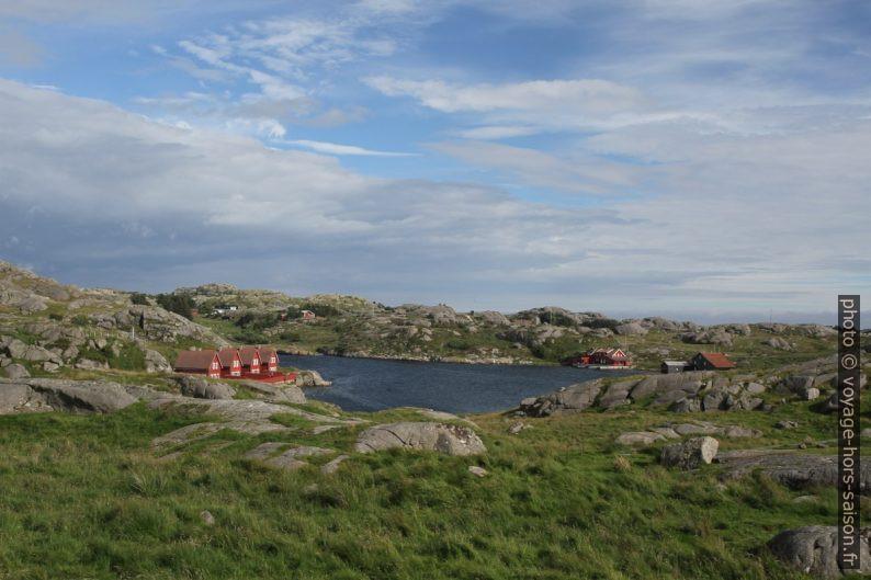 Huttes touristiques dans Løvågen. Photo © Alex Medwedeff