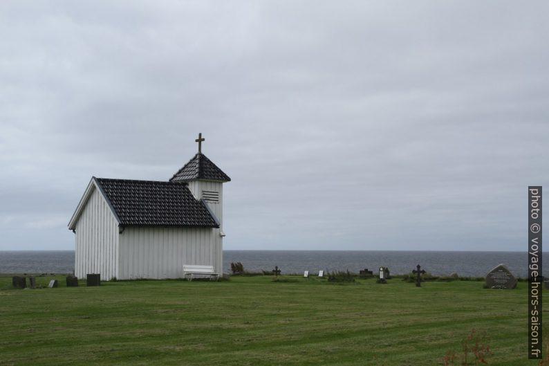 Le cimetière et la chapelle de Varhaug. Photo © Alex Medwedeff