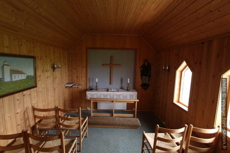 Intérieur de la chapelle de l'ancien cimetière de Varhaug. Photo © André M. Winter