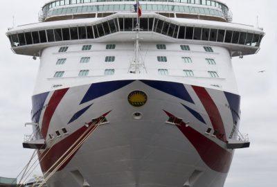 Proue du P&O Cruises Britannia à quai à Stavanger. Photo © Alex Medwedeff