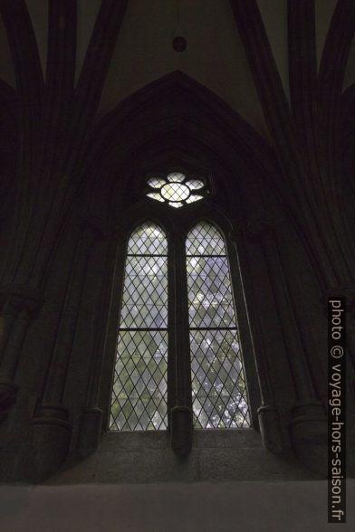 Vitrail gothique du chœur de la cathédrale de Stavanger. Photo © André M. Winter