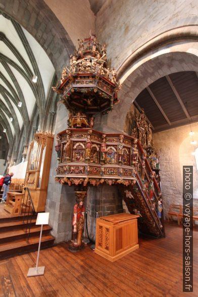 Chaire polychrome de la cathédrale de Stavanger. Photo © André M. Winter