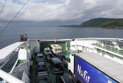 Proue du ferry Raunefjord dans le passage maritime Langenuen. Photo © Nicolas Medwedeff