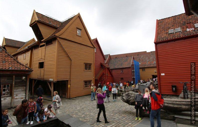 Place Bryggestredet dans le quartier de Bryggen. Photo © André M. Winter