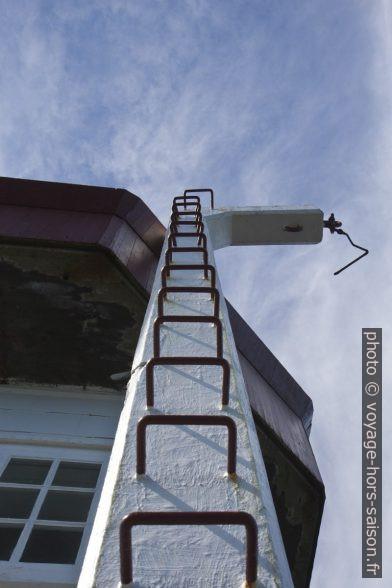 Pilier avec escalier en forme de potence près du phare de Skongsneset. Photo © Alex Medwedeff