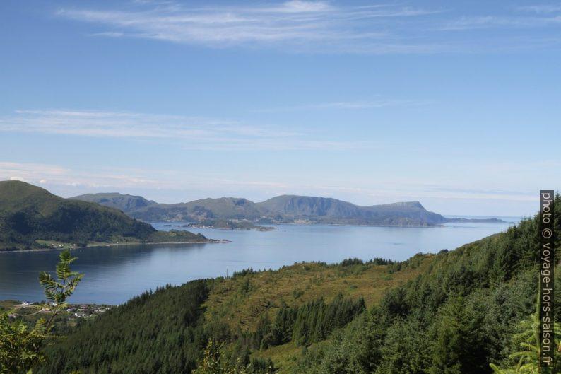Røysetfjorden, Silda, Vågsøy et Sildagapet. Photo © Alex Medwedeff