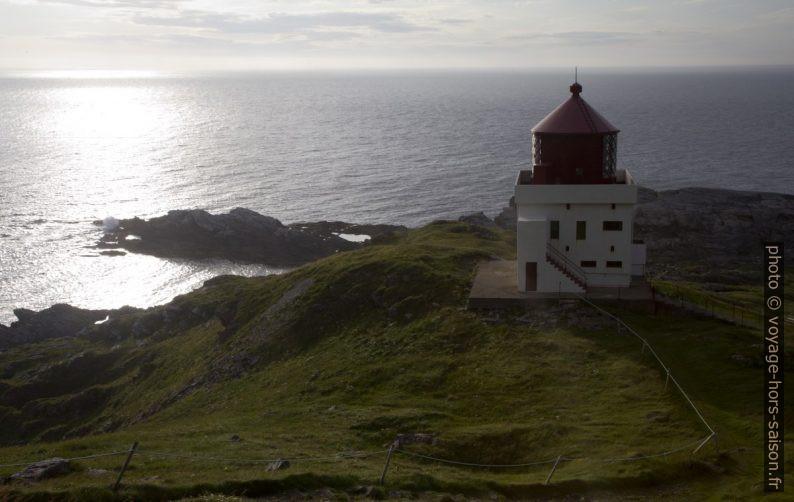 Le phare de Runde vu le soir. Photo © Alex Medwedeff
