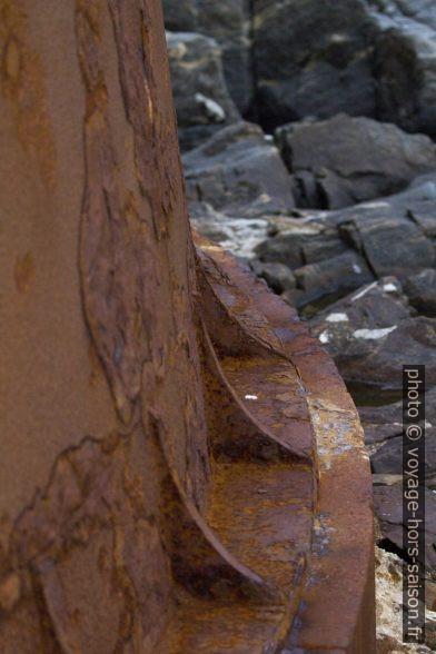 Socle de la base de l'ancienne phare de Runde. Photo © André M. Winter