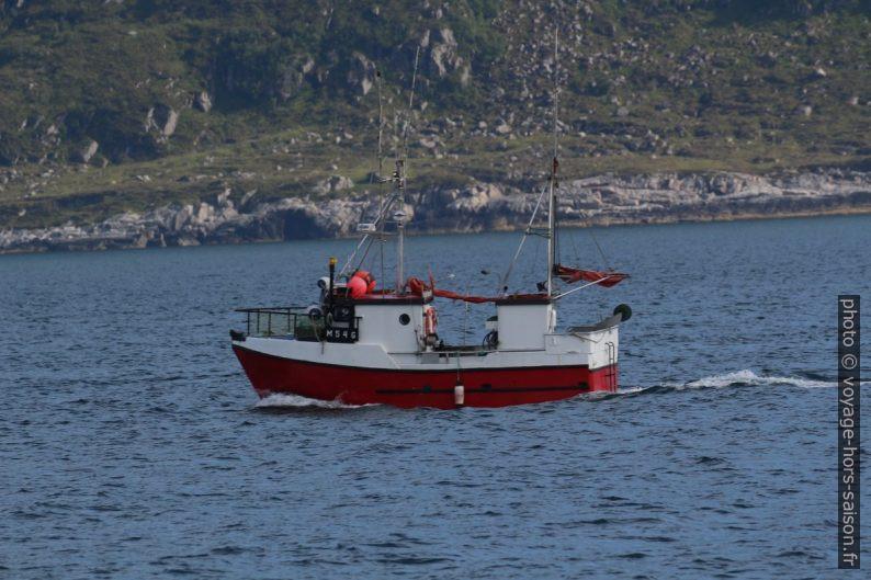 Petit bateau de pêche. Photo © André M. Winter