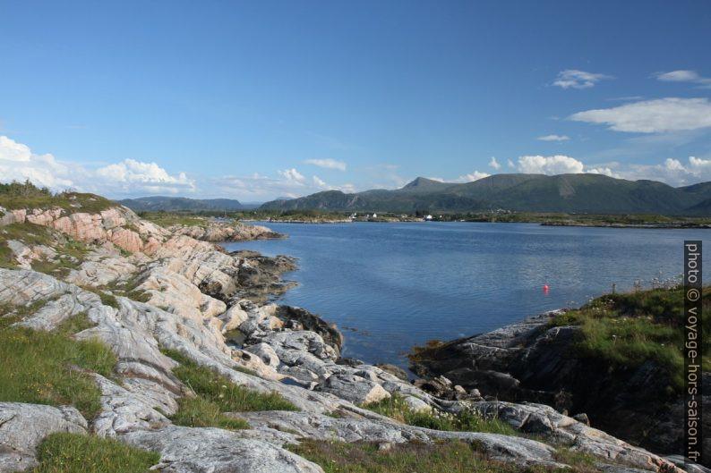 Vue vers Rangøya. Photo © Alex Medwedeff