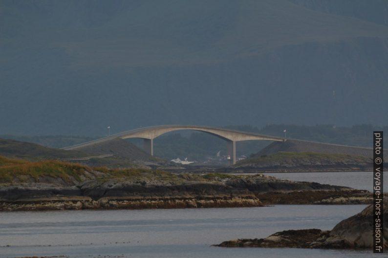 Pont du Storseisundet sur la Route de l'Atlantique. Photo © André M. Winter