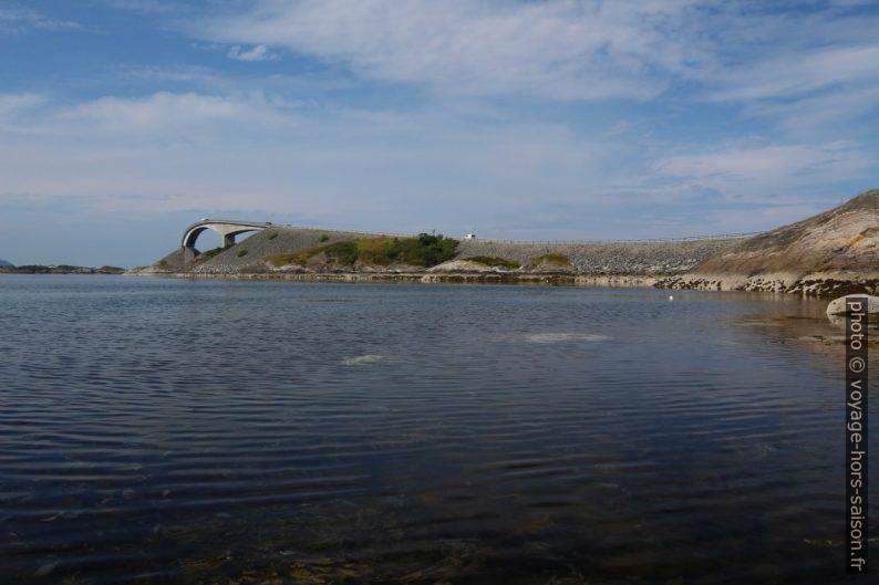Lauvøyfjorden et pont de Storseisundet. Photo © André M. Winter