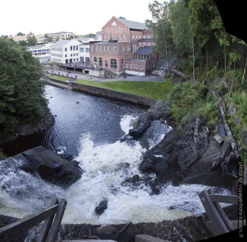 Fåbrofossen et l'ancienne papeterie. Photo © André M. Winter