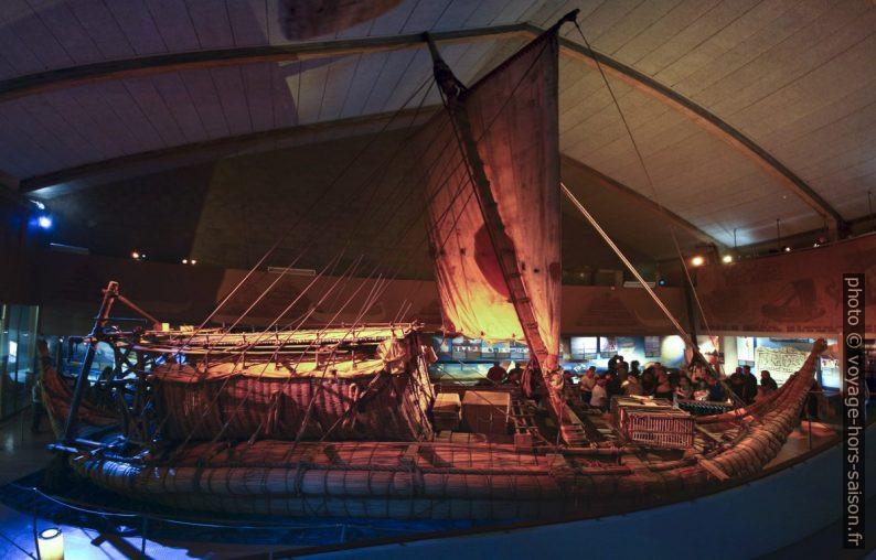 Réplique du bateau en papyrus Râ II. Photo © André M. Winter