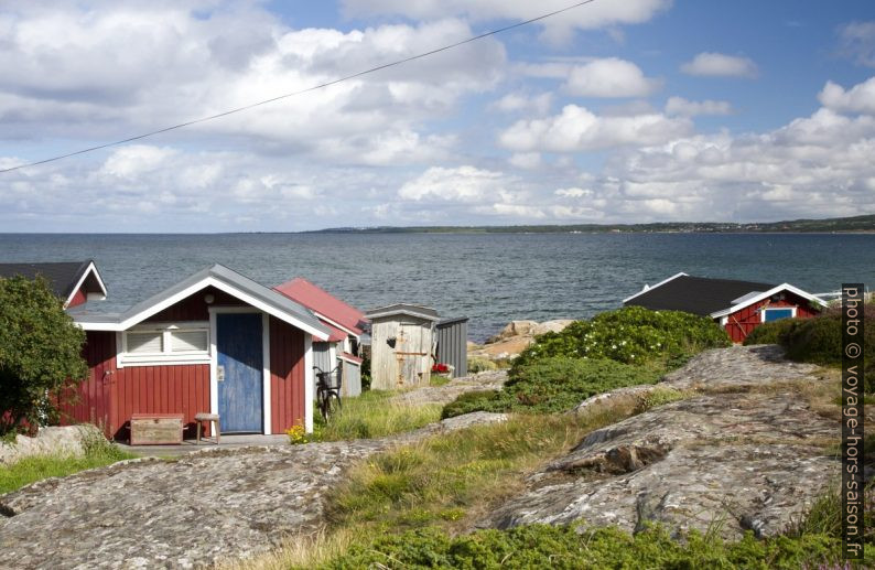 Cabanes sur la côte rocheuse près de Tylösand. Photo © Alex Medwedeff