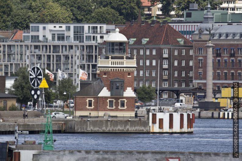 Phare de Helsingborg et indicateur de vent historique. Photo © André M. Winter