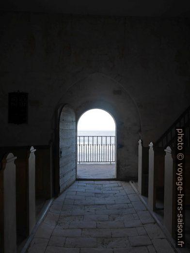 Porte donnant sur le chœur disparu de l'ancienne église de Højerup. Photo © Nicolas Medwedeff