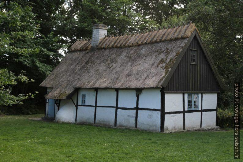 Maison à colombage et avec un toit de chaume. Photo © Alex Medwedeff