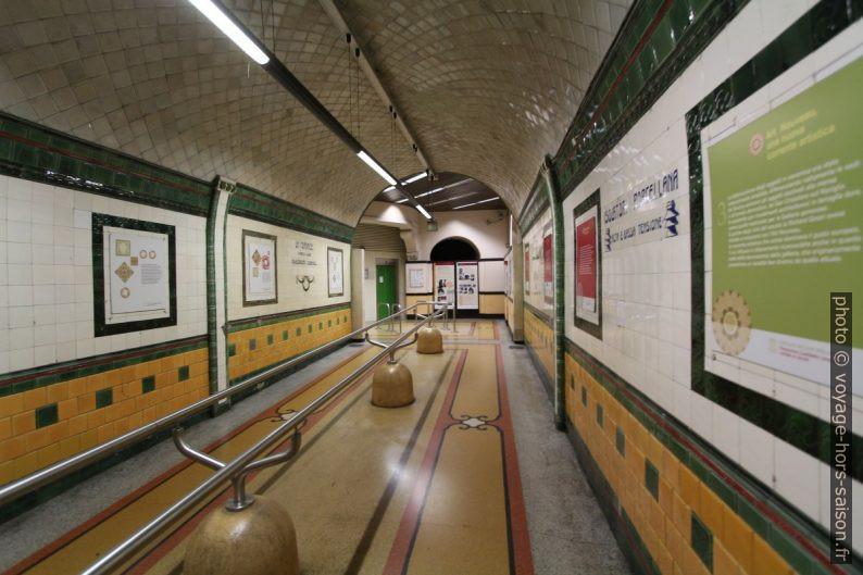 Tunnel piéton d'accès à l'ascenseur du Castelletto. Photo © André M. Winter