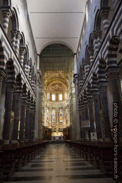 Nef centrale de la Cathédrale San Lorenzo de Gênes. Photo © André M. Winter