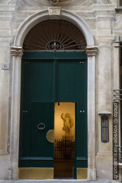 Entrée du Palazzo Giustiniani. Photo © Alex Medwedeff