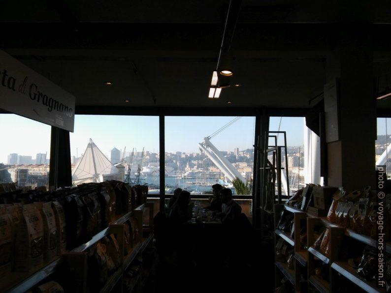 Dans le magasin Eataly Genova. Photo © André M. Winter