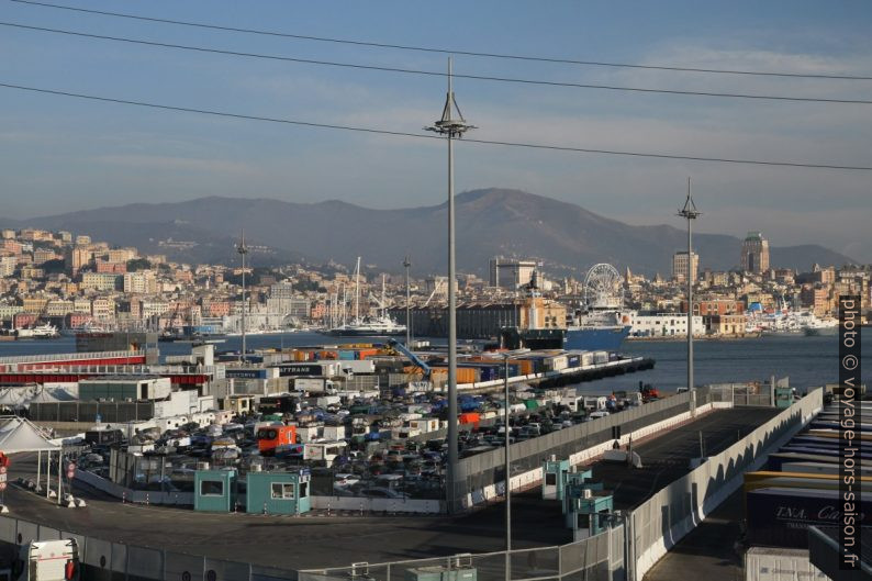 Port ferry de Gênes. Photo © Alex Medwedeff