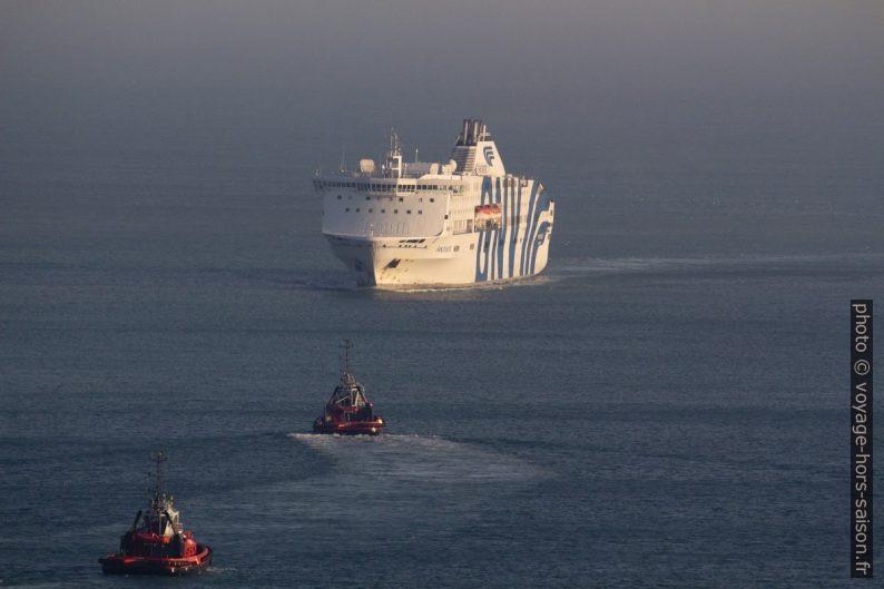 Arrivée du ferry Fantastic de GNV dans le port de Gênes. Photo © André M. Winter