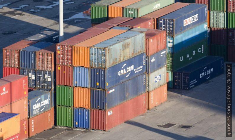 Containers sur le port de Gênes. Photo © André M. Winter