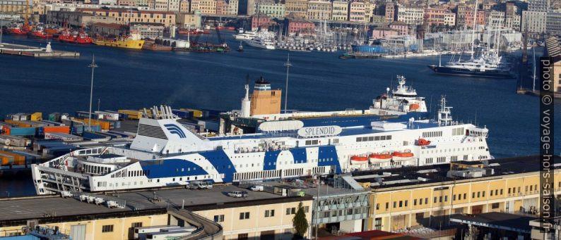 Ferry Splendid de GNV dans le port de Gênes. Photo © André M. Winter