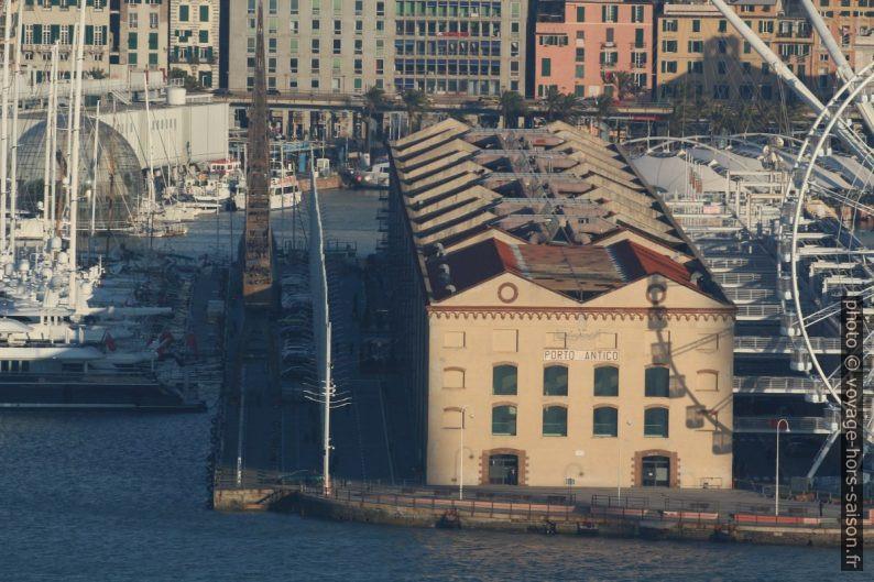 Anciens entrepôts du Porto Antico. Photo © André M. Winter
