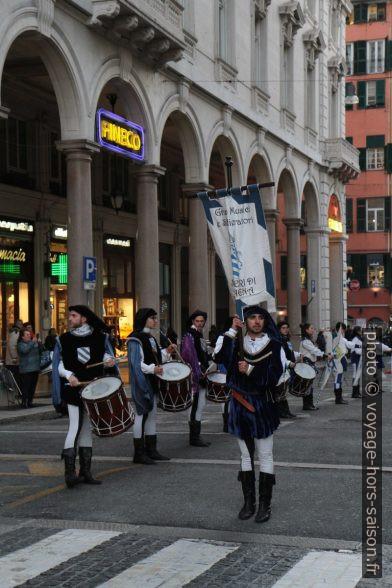 Figurants de la cérémonie du Confuoco à Gênes. Photo © Alex Medwedeff