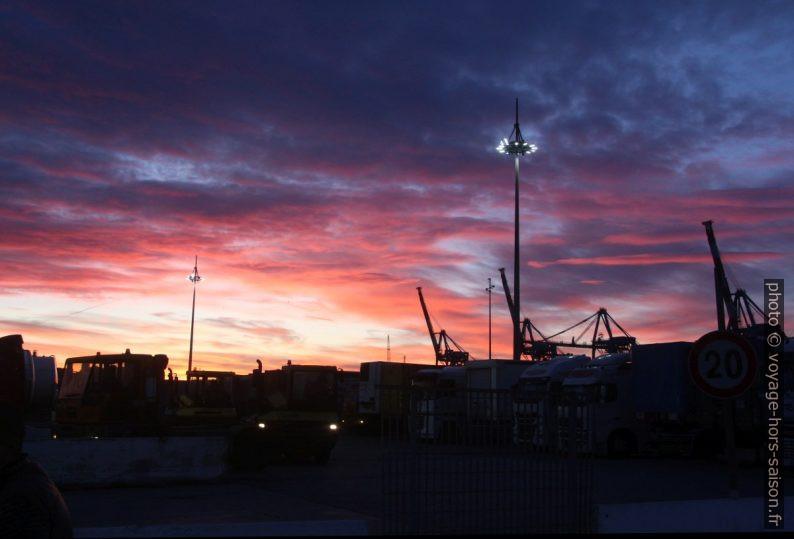 Le ciel au lever du soleil. Photo © André M. Winter