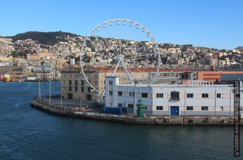 Anciens entrepôts du Porto Antico et la Ruota di Genova. Photo © André M. Winter