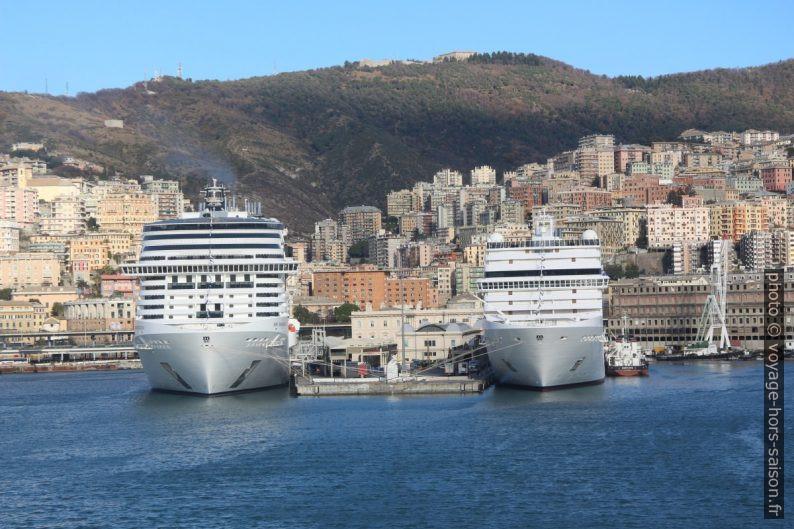 Proues de deux navires de croisière de la MSC à Gênes. Photo © André M. Winter