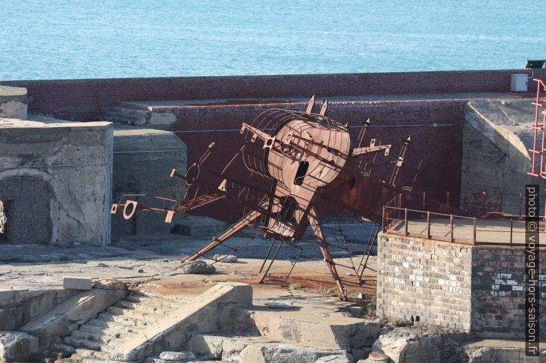 Tourelle à l'abandon sur le Molo Duca. Photo © André M. Winter