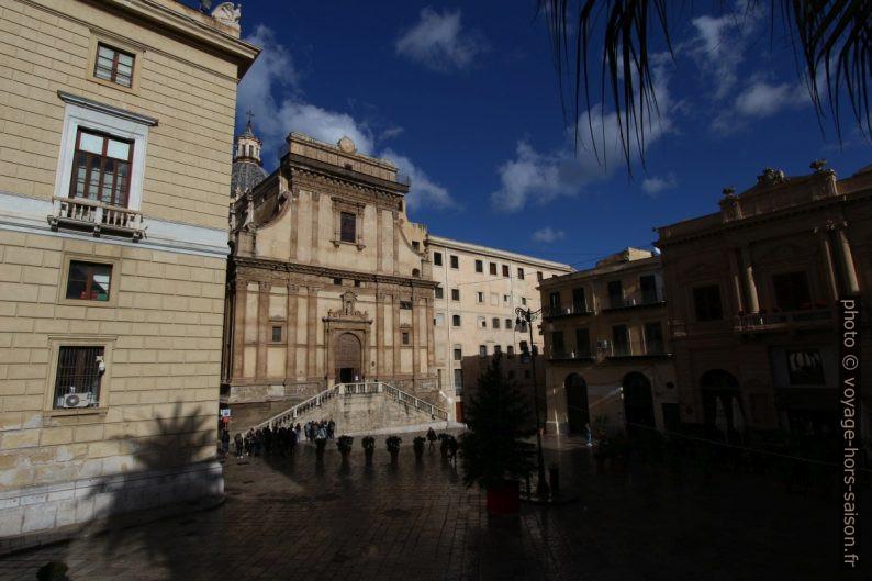 La Chiesa di Santa Catarina et le Teatro Bellini. Photo © André M. Winter
