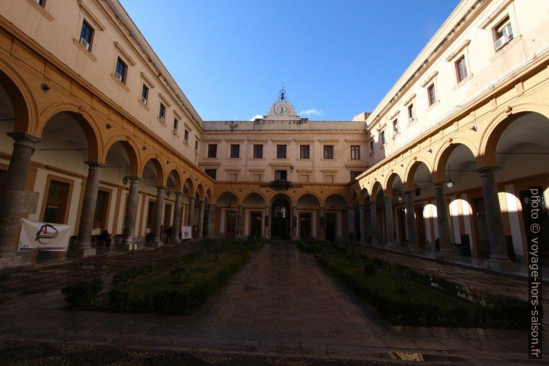 Cour de l'Università degli Studi di Palermo. Photo © André M. Winter