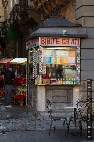 Stand Bibite e gelati. Photo © Alex Medwedeff