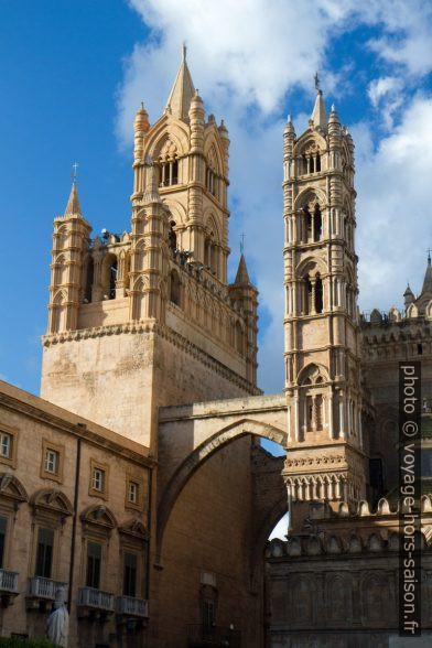 Palais de l'archevêque à côté de la cathédrale de Palerme. Photo © Alex Medwedeff