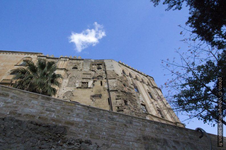 Flanc sud-ouest du Palazzo dei Normanni. Photo © André M. Winter